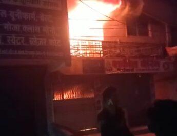 OMG ब्रेकिंग- तड़के गजेंद्र प्लाजा में लगी आग,आसपास की दुकानों में भी पहुची आग की लपट..